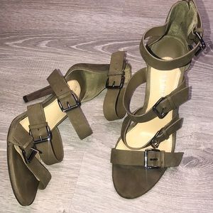 Green Gianni Bini strappy 4in heels